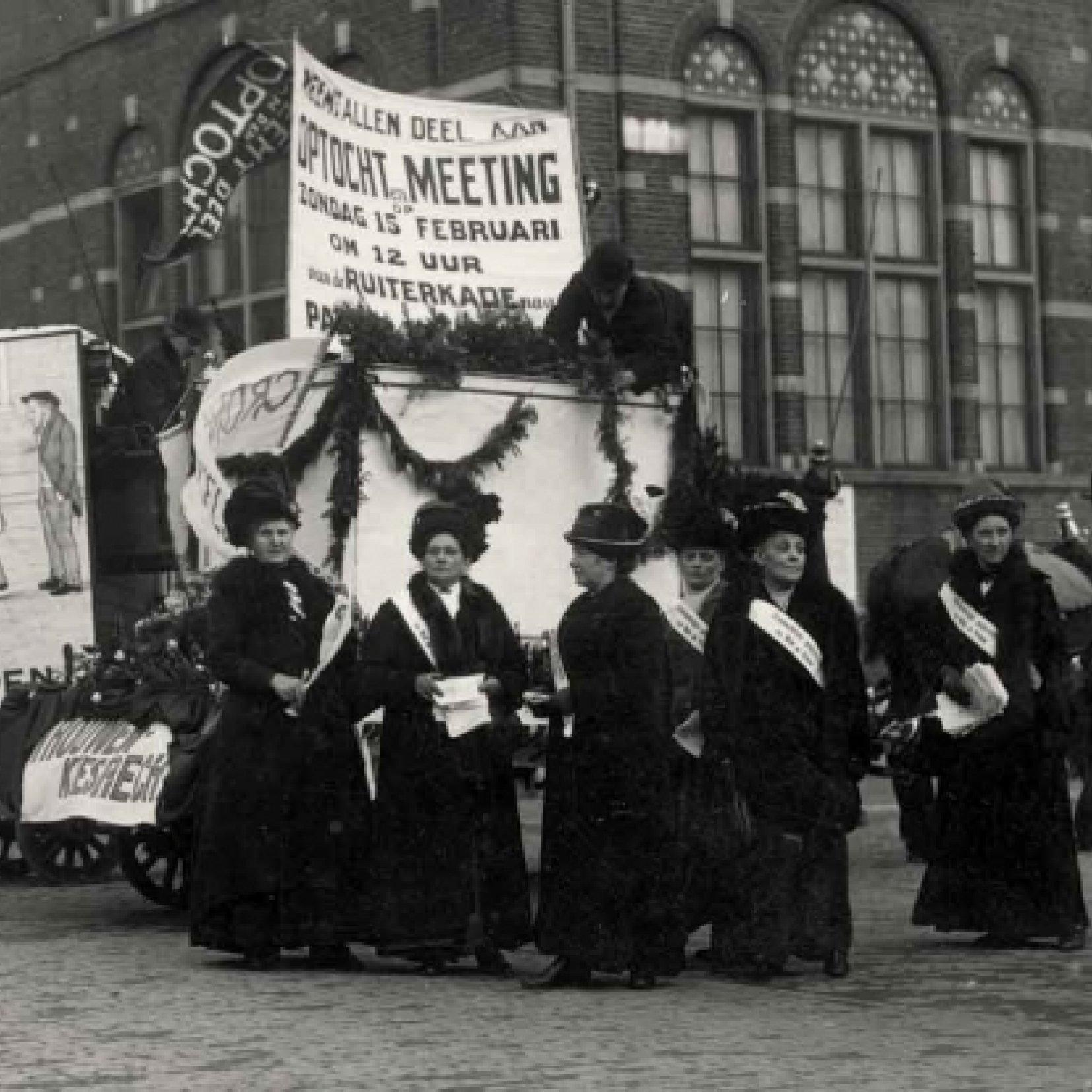 Wilhelmina Drucker als straatpropagandiste, 1914